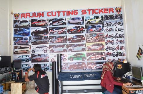 4-tips-memilih-cutting-sticker-untuk-mobil-anda