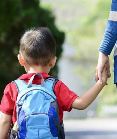 pentingnya-mengantar-anak-di-hari-pertama-sekolah
