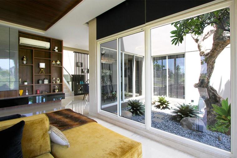 Praktis dan Asri! Ini Dia Desain Rumah Elegan Dengan Inner Court