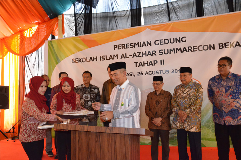 http://images-residence.summarecon.com/images/gallery/article/3175/alazhar-peresmian-4.jpg