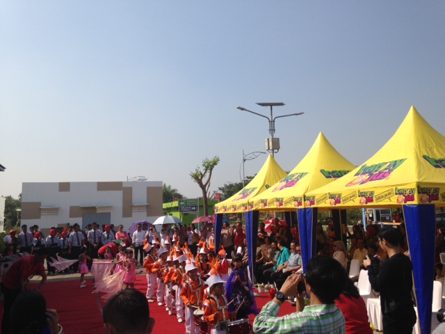 http://images-residence.summarecon.com/images/gallery/article/3179/Opening-McD-03.JPG